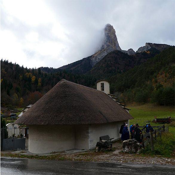 240, 240, Chapelle au toit de chaume dans le petit village de Trézanne dans le Vercors, trezanne-vercors.jpg, 51156, https://www.gtahandicalpes.fr/wp-content/uploads/2017/10/trezanne-vercors.jpg, https://www.gtahandicalpes.fr/tour-du-mont-aiguille-vercors/trezanne-vercors/, Chapelle au toit de chaume dans le petit village de Trézanne dans le Vercors, 1, , , trezanne-vercors, inherit, 1, 2018-09-11 10:16:31, 2018-09-11 10:18:44, 0, image/jpeg, image, jpeg, https://www.gtahandicalpes.fr/wp-includes/images/media/default.png, 586, 585, Array